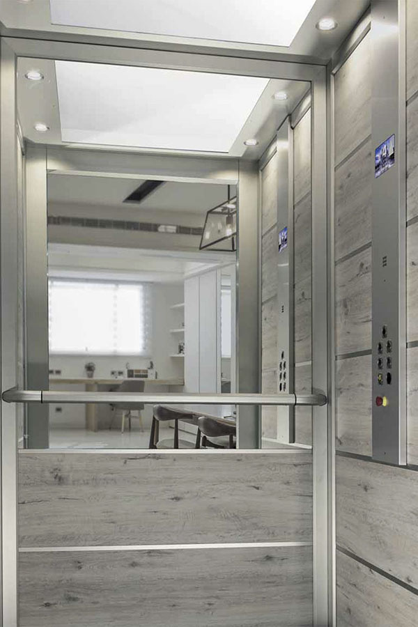 лифтовая кабина опера